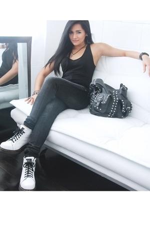 Gap top - Levis jeans - doc martens boots - Zara accessories