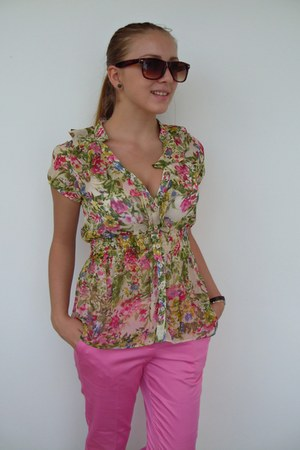 floral print Only shirt - no brand sunglasses - pink Zara pants - accessories