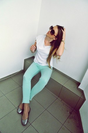 aquamarine pants - white shirt - flats