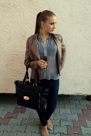 light brown jacket - jeans - shirt - black bag - light brown flats