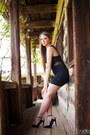 Black-dress-black-heels