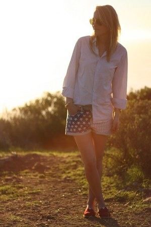 red TOMS shoes - red Topshop shorts
