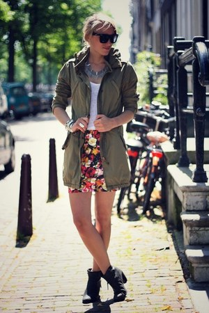 hot pink Motel skirt - army green maison scotch jacket