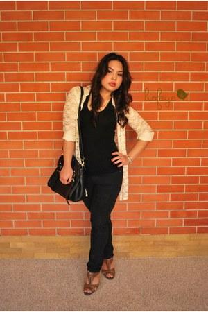 black bag - dark brown heels