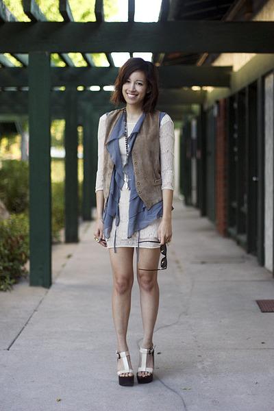 brown vintage jeans - beige Threadsencecom dress - blue Instant Logo Chic vest