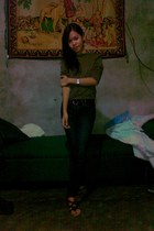 forest green shirt - black pants - dark brown wedges