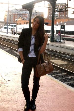 runway of train station