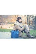 Louis Vuitton bag - Express coat - calzatura hat - calzatura scarf