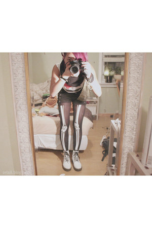 skeleton unknown brand tights - white Dr Martens boots