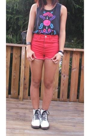 black H&M top - red Bik Bok shorts