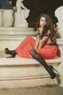 Coral-maxi-skirt-skirt-black-floral-print-top-black-heels