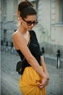 Black-bag-mustard-skirt-black-top-gold-accessories