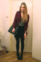 red Forever21 cardigan - black H&M skirt - black vintage purse - brown vintage t