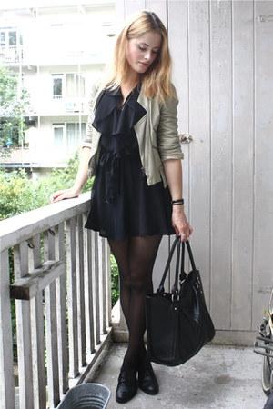black chiffon ruffle vintage dress - black lace-up bagatt shoes