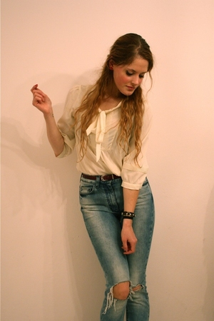 white H&amp;M blouse - red vintage belt - blue H&amp;M Trend jeans