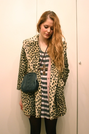 Topshop coat - second-hand shirt - Zara sweater - vintage purse - gift necklace