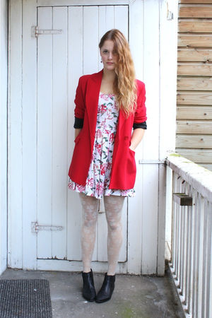 red Moschino blazer - pink vintage dress - white H&amp;M tights - black vintage boot