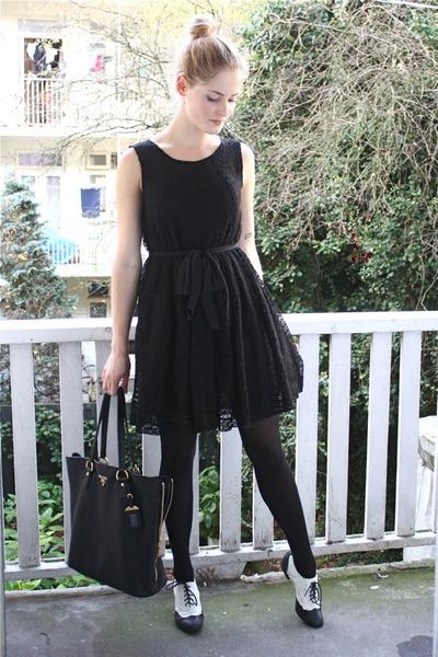black H&M flats - black lace H&M dress - black gold zipper Prada bag
