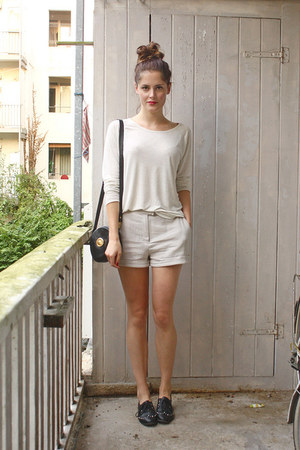 off white weekday sweater - black vintage bag - beige weekday shorts