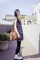 brown brown hobo Gentle Fawn bag - white Dr Martens boots