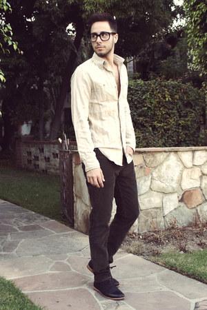 black Royal Elastics shoes - ivory Club Monaco shirt