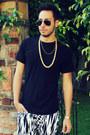 Gold-diy-necklace-hanes-shirt-aviator-ray-ban-sunglasses