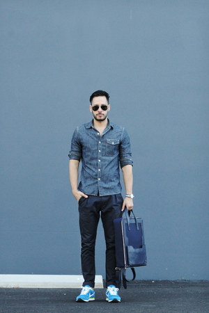 navy backpack Band of Players bag - navy Levis shirt