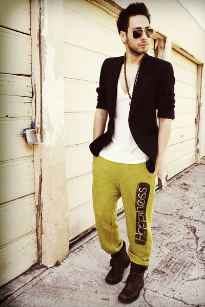 yellow sweats Happiness is a 10 Tee pants - dark brown Kenneth Cole boots