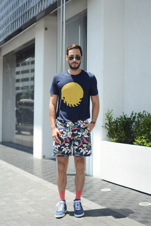 navy M Nii shirt - turquoise blue M Nii shorts - coral Richer Poorer socks