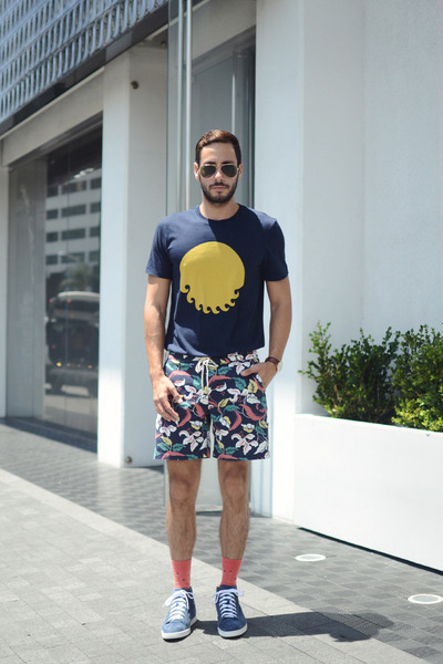 Navy-m-nii-shirt-turquoise-blue-m-nii-shorts-coral-richer-poorer-socks