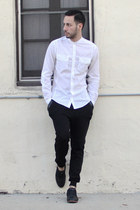 black Royal Elastics shoes - white H&M shirt - black jogger Zara pants