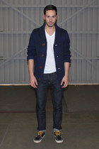 navy boat shoes Vans shoes - navy H&M jeans - white Hanes shirt