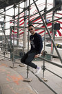Navy-lacoste-sweater-black-ray-ban-sunglasses-black-levis-pants