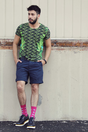 navy tsubo shoes - green Versace for H&M shirt - navy Levis shorts