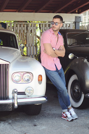 red ben sherman shirt - sky blue Levis jeans - brown Freyrs sunglasses