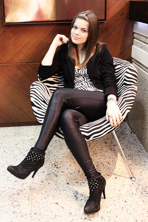 black pants - black Via Marte shoes - white shirt - black collins blazer