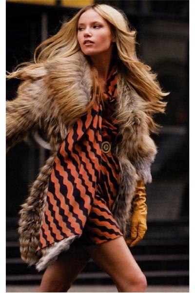 camel Faux fur coat - light orange asymetric dress - mustard gloves