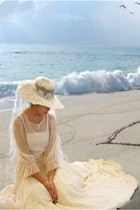 eggshell dress - off white hat