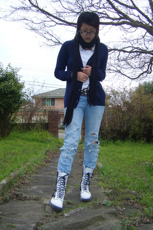 scarf - Uniqlo sweater - top - doc martens shoes