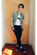 green Zara shoes - white trifted shirt - black bow accessories