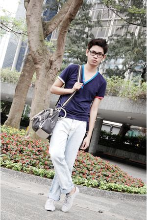 blue shirt - gray - blue jeans - gray