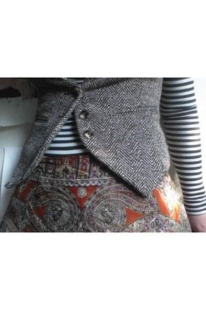 vintage Oscar de la Renta scarf - American Apparel bodysuit - BDG vest