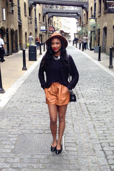 black ballet flats Chanel flats - brown faux leather Zara shorts