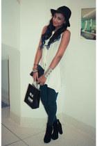 white Plastic Island shirt - black jemma platform Dolce Vita boots