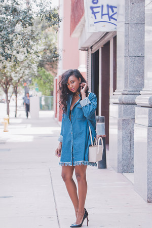 blue denim Nasty Gal dress - eggshell tote Dagne Dover bag