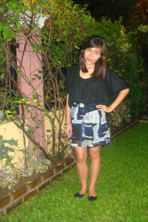 black Plain and Prints top - Never Been Kissed skirt - black Bayo shoes - anagon