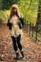 beige River Island - black new look jacket