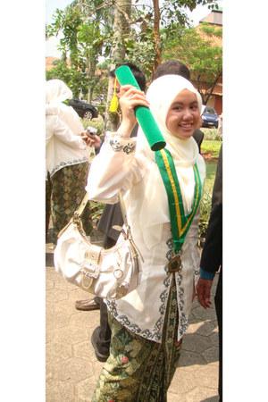 gold detailed Sembonia bag - batik patterned skirt - top - Guess heels
