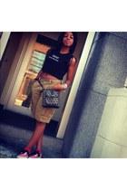 grey and black Dooney & Bourke purse - American Eagle shorts - Vans sneakers