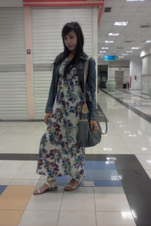 flower printed dress - jeans jacket - bag